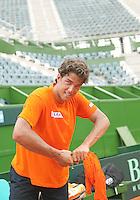 3-3-09,Argentina, Buenos Aires, Daviscup  Argentina-Netherlands, training, voorman Jesse Huta Galung wringt het zweet uit zijn shirt