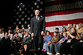 Tulsa, Oklahoma.USA.January 28, 2004..General Wesley Clark address a crowd of supporters as he campaigns as a democratic candidate for US President..
