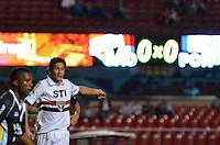ATENÇÃO EDITOR: FOTO EMBARGADA PARA VEÍCULOS INTERNACIONAIS - SÃO PAULO, SP, 26 DE FEVEREIRO DE 2013 - CAMPEONATO PAULISTA - SÃO PAULO x PONTE PRETA: Ganso (d) durante partida São Paulo x Ponte Preta, válida pela 6ª rodada do Campeonato Paulista de 2013, disputada no estádio do Morumbi em São Paulo. FOTO: LEVI BIANCO - BRAZIL PHOTO PRESS.