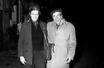 EDUARDO DE FILIPPO CON LA MOGLIE ISABELLA QUARANTOTTI<br /> ALL'USCITA DEL RISTORANTE SARAGO -  NAPOLI 1977
