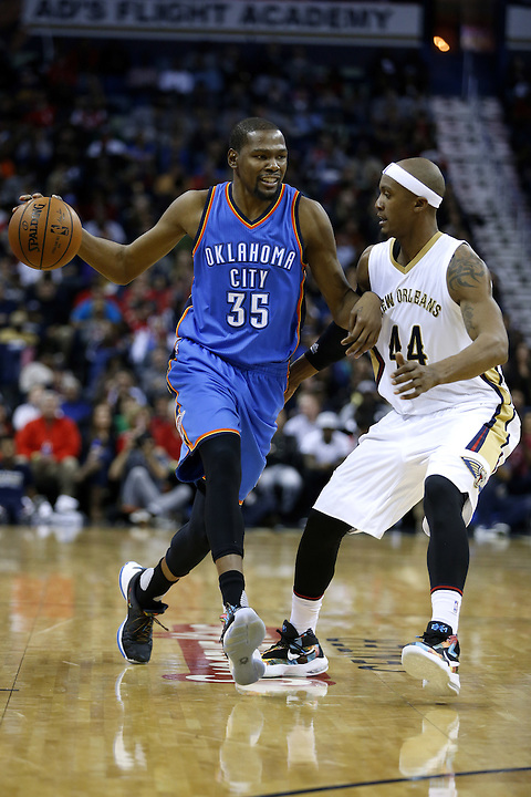 Oklahoma City Thunder forward Kevin Durant (35) drives against New Orleans Pelicans forward Dante Cunningham (44) during the second half of an NBA basketball game Thursday, Feb. 25, 2016, in New Orleans. The Pelicans won 123-119. (AP Photo/Jonathan Bachman)