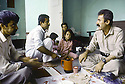 Irak 1991<br /> Halabja: dejeuner avec a droite, Rast Shawess dans une famille<br /> Iraq 1991<br /> Halabja: lunch in a private house, right, Rast Shawess