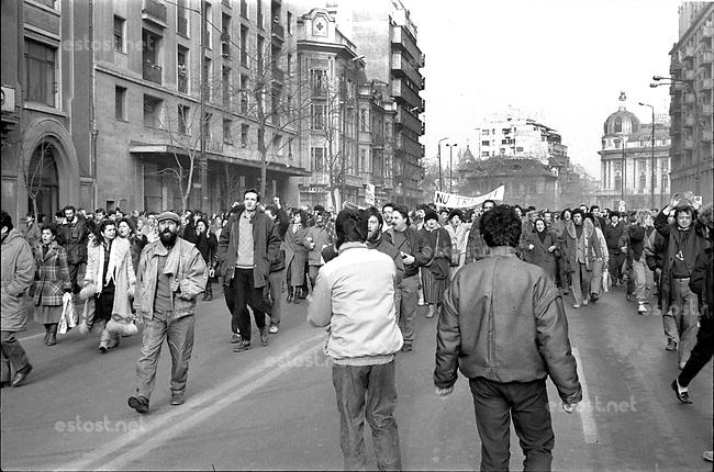 ROMANIA, Pta. Romaniei, Bucharest, 22.12.1989<br /> People rise against Ceausescu. Unorganized protestors move towards the city centre.<br /> © Andrei Pandele / EST&OST