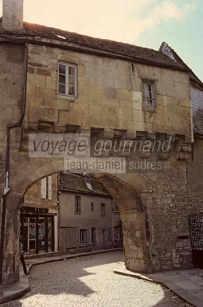 Europe/France/Bourgogne/29/Côte-d'Or/Semur en Auxois: La porte Sauvigny