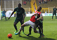 BOGOTA -COLOMBIA, 10-05-2017.Denis Stracqualursi figths the ball agaisnt Equidad. Action game between Equidad and Independiente Santa Fe  during match for the date 17 of the Aguila League I 2017 played at Metropolitano de Techo  stadium . Photo:VizzorImage / Felipe Caicedo  / Staff