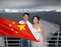 photograph by XAVIER CERVERA 06/2010 Felix Ivy Han and Liu, 30 and 23 years respectively, are prepared (warming up) for their upcoming wedding in September (picture was taken in June) with an unforgettable trip in advance. She's a jeweler, and he runs his own software products company in Guangdong province. Portraited in Forlandsundet, Svalbard.Ivy Liu y Felix Han, de 23 y 30 años respectivamente, son de Donguan (entre HongKong y Canton) y se preparan -con sesiones fotograficas y demas- para su inminente boda el 16 setiembre del 2010. Ella tiene una joyeria, y él dirige con su propia empresa de I&T..Retratados en Forlandsundet, oeste de Svalbard.