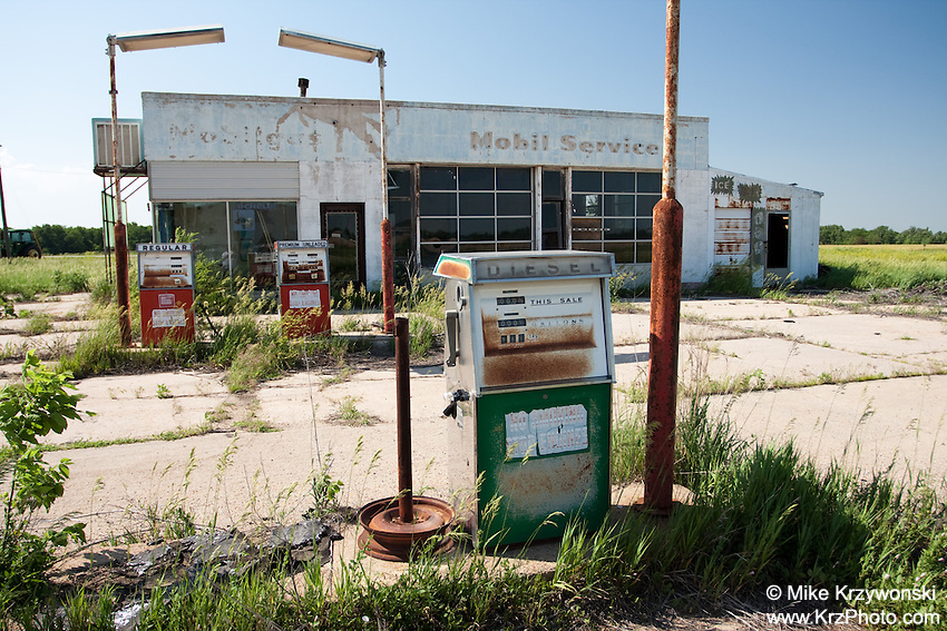 Abandoned Mobil Gas Station in Holyrood, KS