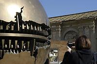 Sfera scultura di Pomodoro nel Cortile della Pigna<br /> CoviTime.<br /> Musei Vaticani al tempo del Coronavirus.<br /> Vatican Museum at the time of the Coronavirus.
