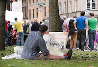 American artist Peter Schoeffer,(35) Massachusetts, aims to paint the whole period over the next two weeks.Brad Pitt World War Z Filming continues in Glasgow's George Square, and the crowds keep waiting to catch a glimpse of the Hollywood Star ..Picture: Johnny Mclauchlan Universal News and Sport (Europe)18/08/2011