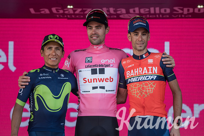 Tom Dumoulin (NED/Sunweb) is the first Dutchman to win the Giro d'Italia by jumping 3 places from 4th overall to 1st in the final time trial forcing Nairo Quintana (COL/Movistar) down to 2nd & Vincenzo Nibali (ITA/Bahrain-Merida) to 3rd<br /> <br /> <br /> stage 21: Monza - Milano (29km)<br /> 100th Giro d'Italia 2017