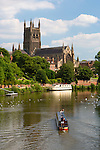 United Kingdom, England, Worcestershire, Worcester: Worcester Cathedral and the River Severn | Grossbritannien, England, Worcestershire, Worcester: Worcester Cathedral am Fluss Severn