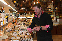 Europe/France/Provence-Alpes-Côte d'Azur/06/Alpes-Maritimes/Cannes: Hervé Céneri,  Fromagerie  Céneri [Non destiné à un usage publicitaire - Not intended for an advertising use]