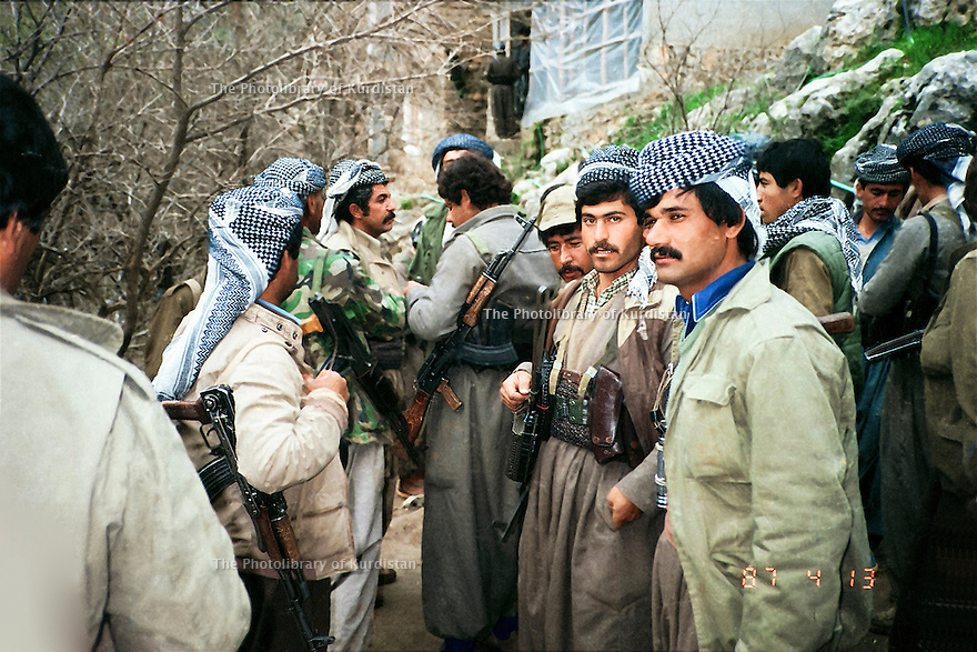 Iraq 1987 .Kosrat Rassul and his peshmergas in the mountains.Irak 1987.Kosrat Rassul et ses peshmergas dans la montagne
