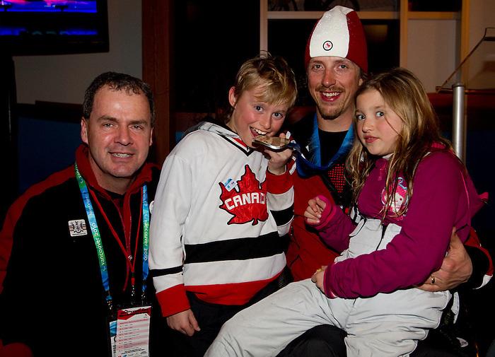 Josh Dueck, Vancouver 2010.<br /> Highlights from the medallists celebration // Faits saillants de la célébration des médaillés. 14/03/2010.