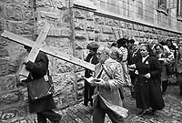 - Jerusalem, pilgrims on the Via Dolorosa (Way of Grief)....- Gerusalemme, pellegrini sulla Via Dolorosa