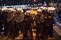 Bis zu 10.000 Menschen protestierten am Freitag den 30. Januar 2015 in Wien gegen den Akademikerball der rechten FPOe, der zum dritten Mal in der Wiener Hofburg stattfand. Bei den Protesten kam es zu kleineren Rangeleien zwischen Polizei und Ballgegnern, bei denen vereinzelt auch Feuerwerkskoerper und Gegenstaende geworfen wurden. Die Polizei nahm lt. eigenen Angaben 35 Personen fest.<br /> Im Bild: Gegner des Balls haben ein Taxi umzingelt in dem Ballgaeste sitzen. Die Polizei hat nach ca. 30 Minuten das Taxi aus der Menge befreit.<br /> 30.1.2015, Wien<br /> Copyright: Christian-Ditsch.de<br /> [Inhaltsveraendernde Manipulation des Fotos nur nach ausdruecklicher Genehmigung des Fotografen. Vereinbarungen ueber Abtretung von Persoenlichkeitsrechten/Model Release der abgebildeten Person/Personen liegen nicht vor. NO MODEL RELEASE! Nur fuer Redaktionelle Zwecke. Don't publish without copyright Christian-Ditsch.de, Veroeffentlichung nur mit Fotografennennung, sowie gegen Honorar, MwSt. und Beleg. Konto: I N G - D i B a, IBAN DE58500105175400192269, BIC INGDDEFFXXX, Kontakt: post@christian-ditsch.de<br /> Bei der Bearbeitung der Dateiinformationen darf die Urheberkennzeichnung in den EXIF- und  IPTC-Daten nicht entfernt werden, diese sind in digitalen Medien nach §95c UrhG rechtlich geschuetzt. Der Urhebervermerk wird gemaess §13 UrhG verlangt.]