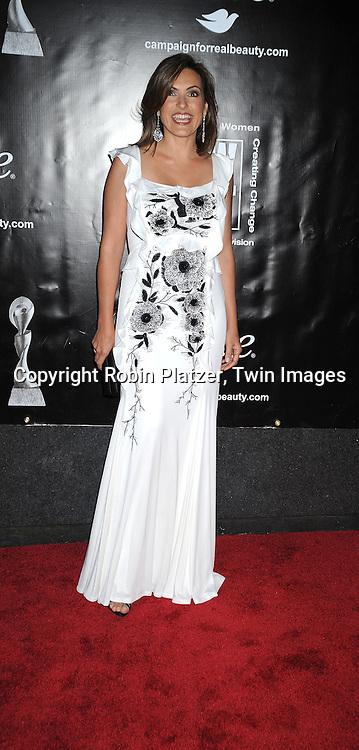 Mariska Hargitay in Carolina Hererra dress