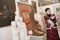 Europe/Pologne/env de Lublin/ Kozlowska: château de Kozlowska dans le Palais Baroque de la Famille Zamoyski une aile abrite un musée consacré au communisme et au réalisme socialiste.