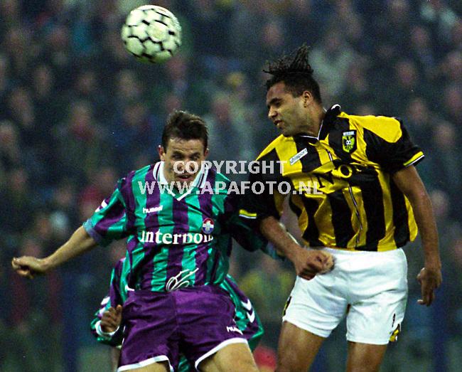 Arnhem,151299  foto:Koos Groenewold <br />Van Hooijdonk scoorde 2 keer in de wedstrijd Vitesse-Willem 2