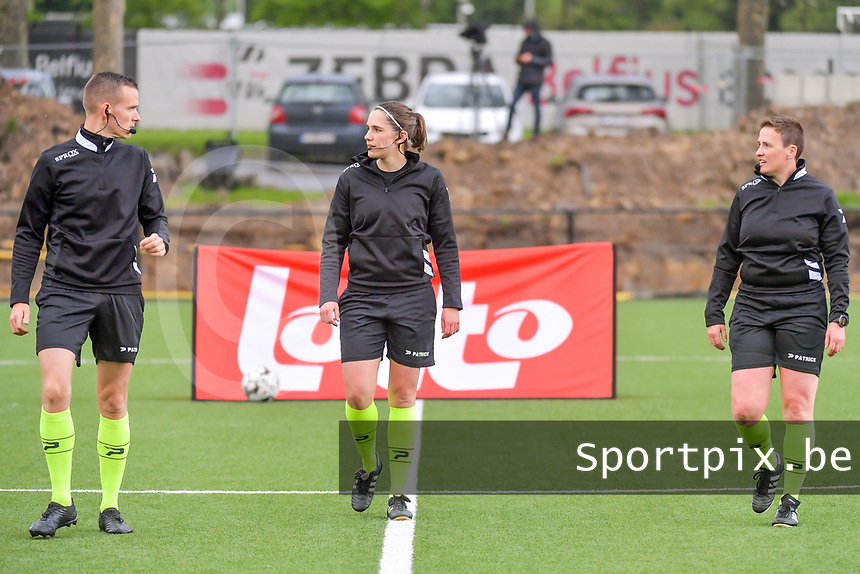assistant referee Cedric Beheydt , referee Caroline Lanssens , assistant referee Ella De Vries pictured before a female soccer game between Sporting Charleroi and Eendracht Aalst on the 8th matchday in play off 2 of the 2020 - 2021 season of Belgian Scooore Womens Super League , tuesday 18 th of May 2021 in Marcinelle , Belgium . PHOTO SPORTPIX.BE   SPP   STIJN AUDOOREN