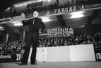 - show of  Dario Fo actor in support to the workers of the factories in strike (Milan, 1975)<br /> <br /> - spettacolo dell'attore Dario Fo in sostegno agli operai delle fabbriche in lotta  (Milano, 1975)