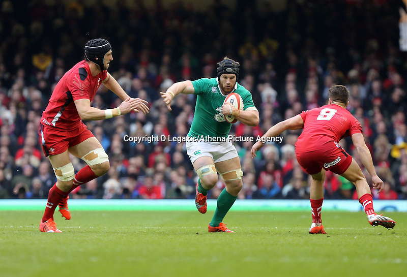 Pictured: Sean O'Brien of Ireland (C) comes up against Luke Charteris (L) and Rhys Webb (R) of Wales Saturday 14 March 2015<br /> Re: RBS Six Nations, Wales v Ireland at the Millennium Stadium, Cardiff, south Wales, UK.