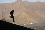 Ascension du volcan. Ile de FogoLa descente  du Pico de Fogo (2829 m) dans les scories et les pouzzolanes est plus rapide que la montee