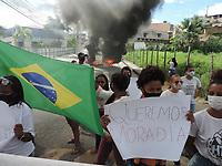 Cabo de Santo Agostinho (PE), 26/05/2021 - Protesto-Pernambuco - Moradores da Vila Claudete protestam em frente a prefeitura de Cabo de Santo Agostinho, região Metropolitana de Recife, nesta quarta-feira (26), conta a ameaça de despeso das famílias. Com fogo em pneus a rua  Manoel Queiroz chegou a ser interditada.