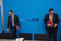 """Senats-Pressekonferenz des Berliner Senat am Deinstag den 12. April 2016. Thema war die Baupolitik und die Foerderung des Wohnungsbau durch das Land Berlin. Vorgestellt wurde die Vereinbarung """"400.000 bezahlbare Wohnungen im Landeseigentum"""" zwischen dem Land Berlin und den sechs landeseigenen Wohnungsunternehmen.<br /> Im Bild vlnr.: Buergermeister Michael Mueller (SPD) und Bausenator Andreas Geisel (SPD).<br /> 12.4.2016, Berlin<br /> Copyright: Christian-Ditsch.de<br /> [Inhaltsveraendernde Manipulation des Fotos nur nach ausdruecklicher Genehmigung des Fotografen. Vereinbarungen ueber Abtretung von Persoenlichkeitsrechten/Model Release der abgebildeten Person/Personen liegen nicht vor. NO MODEL RELEASE! Nur fuer Redaktionelle Zwecke. Don't publish without copyright Christian-Ditsch.de, Veroeffentlichung nur mit Fotografennennung, sowie gegen Honorar, MwSt. und Beleg. Konto: I N G - D i B a, IBAN DE58500105175400192269, BIC INGDDEFFXXX, Kontakt: post@christian-ditsch.de<br /> Bei der Bearbeitung der Dateiinformationen darf die Urheberkennzeichnung in den EXIF- und  IPTC-Daten nicht entfernt werden, diese sind in digitalen Medien nach §95c UrhG rechtlich geschuetzt. Der Urhebervermerk wird gemaess §13 UrhG verlangt.]"""