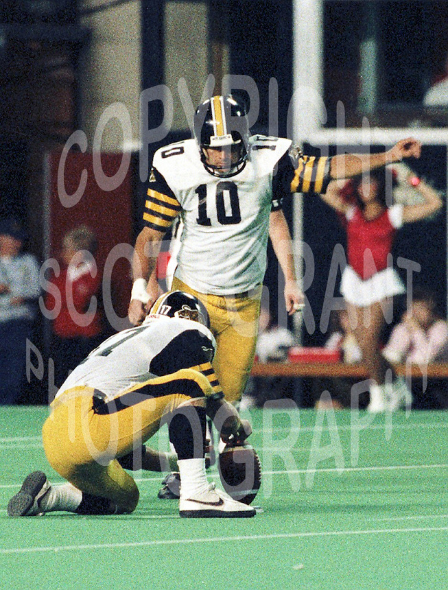 Bernie Ruoff Hamilton Tiger Cats kicker 1986. Copyright photograph Scott Grant