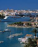 Spanien, Balearen, Menorca, Mahon: Stadt und Hafen mit Kreuzfahrtschiff   Spain, Balearic Islands, Menorca, Mahon: Town and Harbour with cruise ship