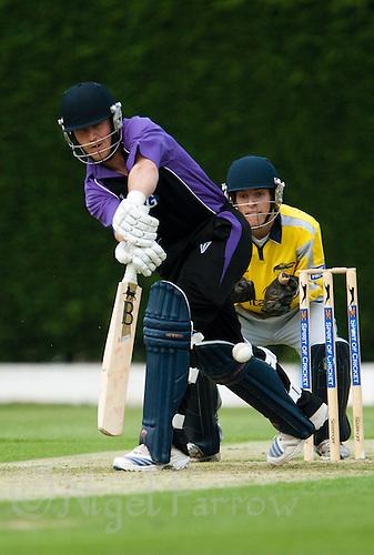 25 JUN 2009 - LOUGHBOROUGH,GBR - Charles Tomlinson - Loughborough UCCE (purple and black) v Derbyshire (yellow and silver) - UCCE Twenty 20 (PHOTO (C) NIGEL FARROW)