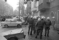 - Berlino, tafferugli fra giovani anarchici e polizia durante le manifestazioni del 1° maggio 1991<br /> <br /> - Berlin, scuffles between young anarchists and police during the demonstrations of 1 May 1991
