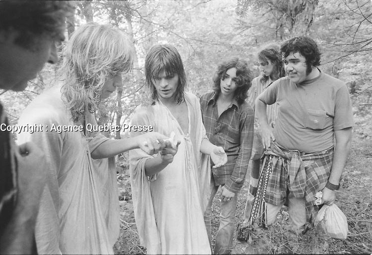 Jeunes adultes vivant en commune, vers 1976<br /> <br /> PHOTO : Agence Quebec Presse - Alain Renaud