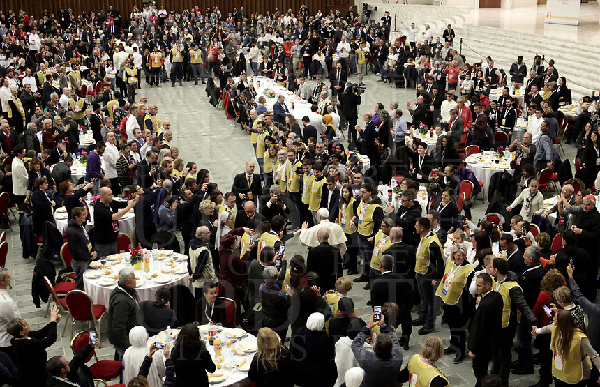 Papa Francesco arriva in Aula Paolo VI in Vaticano. 17 novembre 2019 .<br /> Sua Santità ha offerto un pranzo ai bisognosi dopo aver celebrato una Messa in occasione della Giornata Mondiale dei Poveri.<br /> Pope Francis arrives for a lunch with people, on November 17, 2019, at the Paul VI audience hall in Vatican, to mark the World Day of the Poor.<br /> UPDATE IMAGES PRESS/Isabella Bonotto<br /> <br /> STRICTLY ONLY FOR EDITORIAL USE
