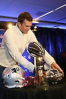 QB und Super Bowl MVP Tom Brady (Patriots) bekommt einen Chevy als Preis- Super Bowl XLIX Winner New England Patriots Pressekonferenz, Convention Center Phoenix