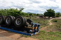 MOZAMBIQUE, Chimoio, BAGC Beira agricultural growth corridor, truck accident at road between port Beira-Chimoio-Tete-Zimbabwe / MOSAMBIK, Chimoio, BAGC Beira agricultural growth corridor, LKW Unfall auf Strasse zwischen Hafen Beira-Chimoio-Tete-Simbabwe