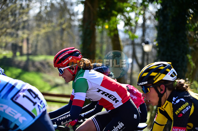 The peloton including Italian Champion Elisa Longo Borghini (ITA) Trek-Segafredo during Liege-Bastogne-Liege Femmes 2021, running 141km from Bastogne to Liege, Belgium. 25th April 2021.  <br /> Picture: A.S.O./Gautier Demouveaux | Cyclefile<br /> <br /> All photos usage must carry mandatory copyright credit (© Cyclefile | A.S.O./Gautier Demouveaux)