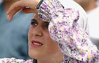 Nordzypern, Frau beim Volkstanz...........