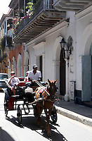 CARTAGENA-COLOMBIA-09-01-2013. Paseo en carroza en la Ciudad Amurallada de Cartagena de Indias, Colombia. Carriage ride in the walled city of Cartagena de Indias, Colombia. (Photo: VizzorImage).......