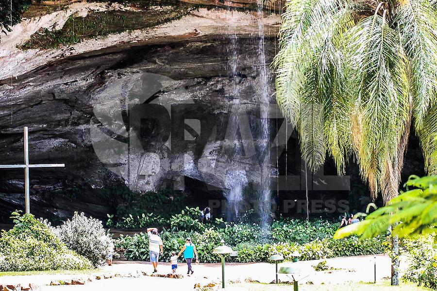 SACRAMENTO, MG - 22.02.2016 - TURISMO-SACRAMENTO -  Uma das maiores grutas de arenito esta localizada em Sacramento MG. A gruta possui 450 metros de profundidades e 22 metros de altura, foi descoberta em meados do século XIX.esta localizada a 480 km de São Paulo SP. ( Foto : Renato Cunha / Brazil Photo Press)