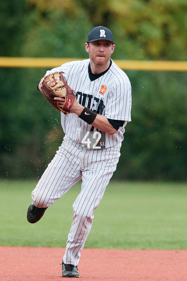 23 October 2010: Aaron Hornostaj of Rouen throws the ball to first base during Savigny 8-7 win (in 12 innings) over Rouen, during game 3 of the French championship finals, in Rouen, France.