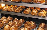 """Europe/France/Auvergne/12/Aveyron/Laguiole: Les fouaces de l'Aubrac de Mme Roux boulangerie-pâtisserie """"Roux"""""""