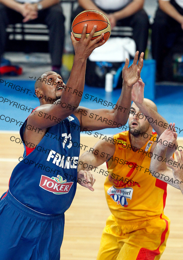 "France`s  Boris Diaw (L) in action during European basketball championship ""Eurobasket 2013"" semifinal basketball game between Spain and France in Stozice Arena in Ljubljana, Slovenia, on September 20. 2013. (credit: Pedja Milosavljevic  / thepedja@gmail.com / +381641260959)"