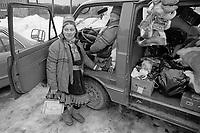 - Norway, february 1986; venditori ambulanti Lapponi di pelli, pellicce ed oggetti di artigianato<br /> <br /> - Norvegia, febbraio 1986; Lappish salesmen of skins, furs and handicrafts