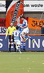 Nederland, Volendam, 31 mei 2015<br /> Playoffs om promotie/degradatie<br /> Seizoen 2014-2015<br /> FC Volendam-De Graafschap<br /> Vincent Vermeij van De Graafschap viert zijn doelpunt, de 0-1, met zijn teamgenoten: Jerry van Ewijk (r.) en Karim Tarfi.