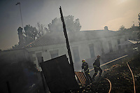 Madrid Community´s firefighters work in San Agustin de Guadalix during a forest fire near Madrid, on August 11, 2012. Wildfires raged Saturday in Spain's Canary Islands and in mainland Galicia, as hundreds fought a blaze near Mount Athos in Greece, a UN Heritage Site housing the world's oldest monastic community. (c) Pedro ARMESTRE