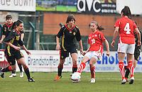 UEFA Women's Under 17 Championship - Second Qualifying round - group 1 : Switzerland - Belgium  : .Carmen Pulver aan de bal voor Lotte Aertsen en Shayna Raekelboom.foto DAVID CATRY / Vrouwenteam.be