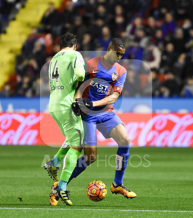 Levante's  Deyverson  and  Getafe's Paco Leon during La Liga match. February 19, 2016. (ALTERPHOTOS/Javier Comos)
