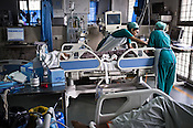 Nurses attend to a patient in the ICU of the Jai Prakash Narayan Apex Trauma Centre, AIIMS in New Delhi, India. Photo: Sanjit Das/Panos
